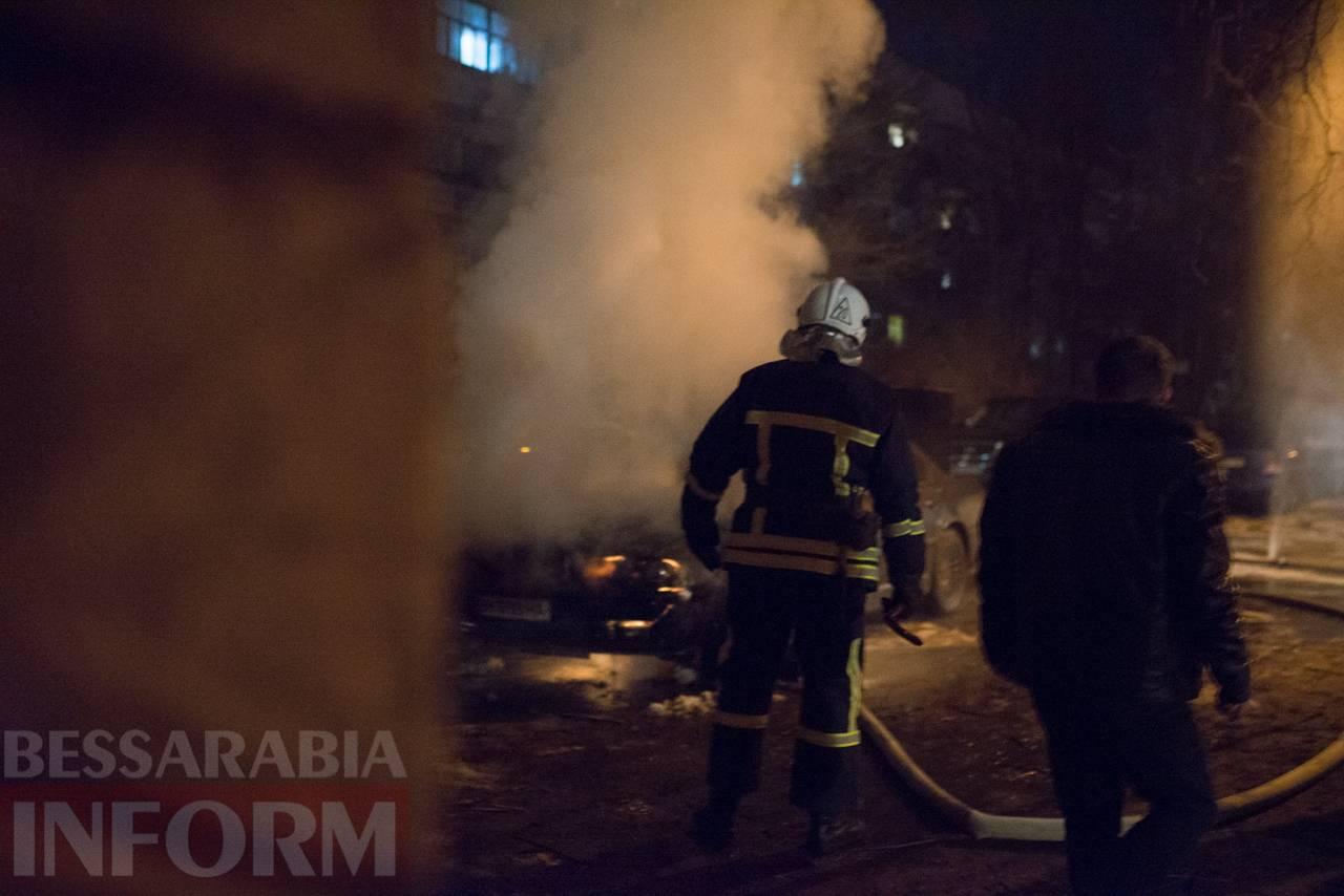 В Измаиле загорелся автомобиль. Очевидцы утверждают, что слышали взрыв