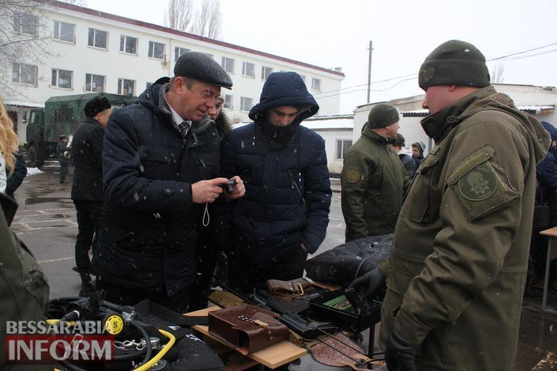 Нацгвардия в Измаиле провела день открытых дверей: гостей впечатляли боевым оружием, техникой и кормили кашей