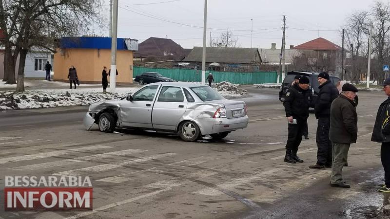 Авария в Измаиле: столкнулись ВАЗ и Mercedes-Benz, один человек попал в больницу