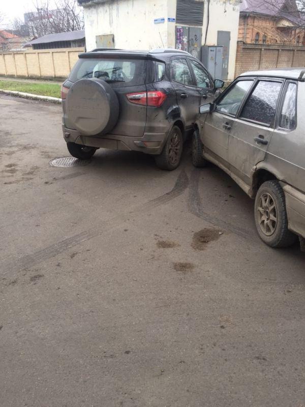 В Измаиле на Пушкина столкнулись две легковушки: Ford не пропустил ВАЗ