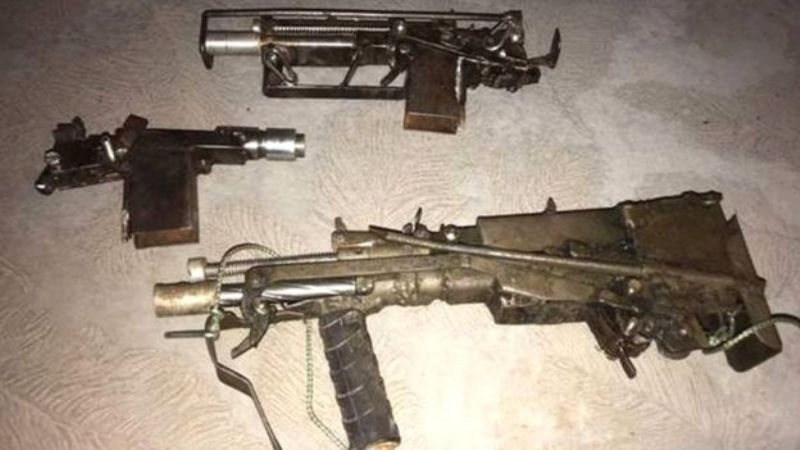"""Самодельное """"Узи"""" и пистолеты: полиция показала оружейную мастерскую одесского стрелка"""