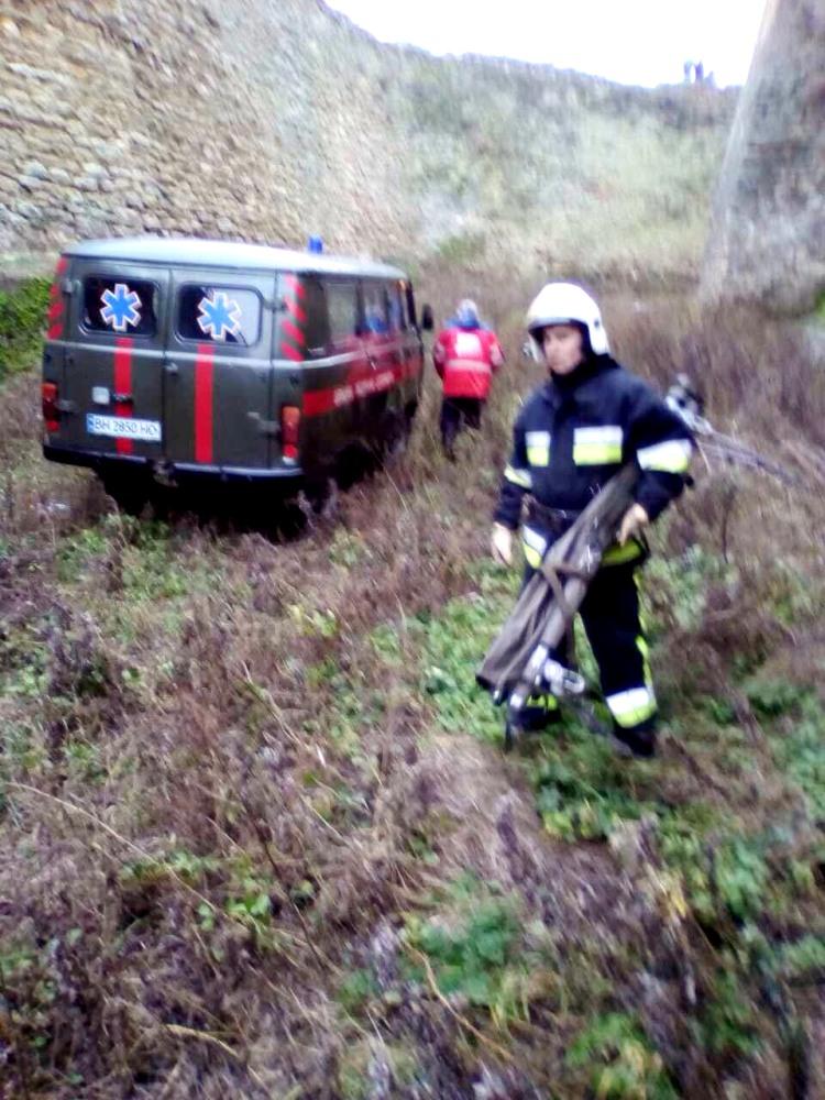 Белгород-днестровские спасатели помогли женщине, упавшей в 15-метровый ров старинной крепости