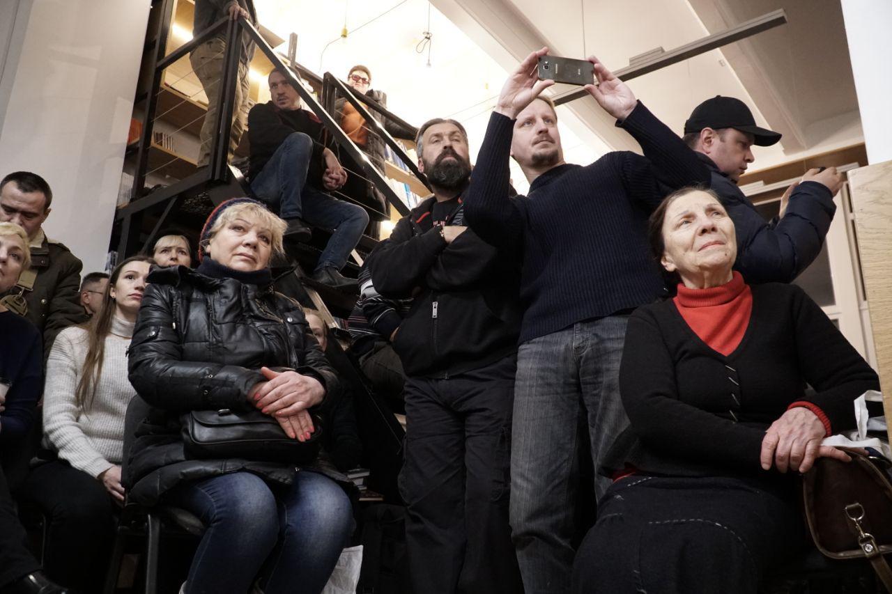 Авторы книг о войне на востоке Украины встретились с читателями Одесской области