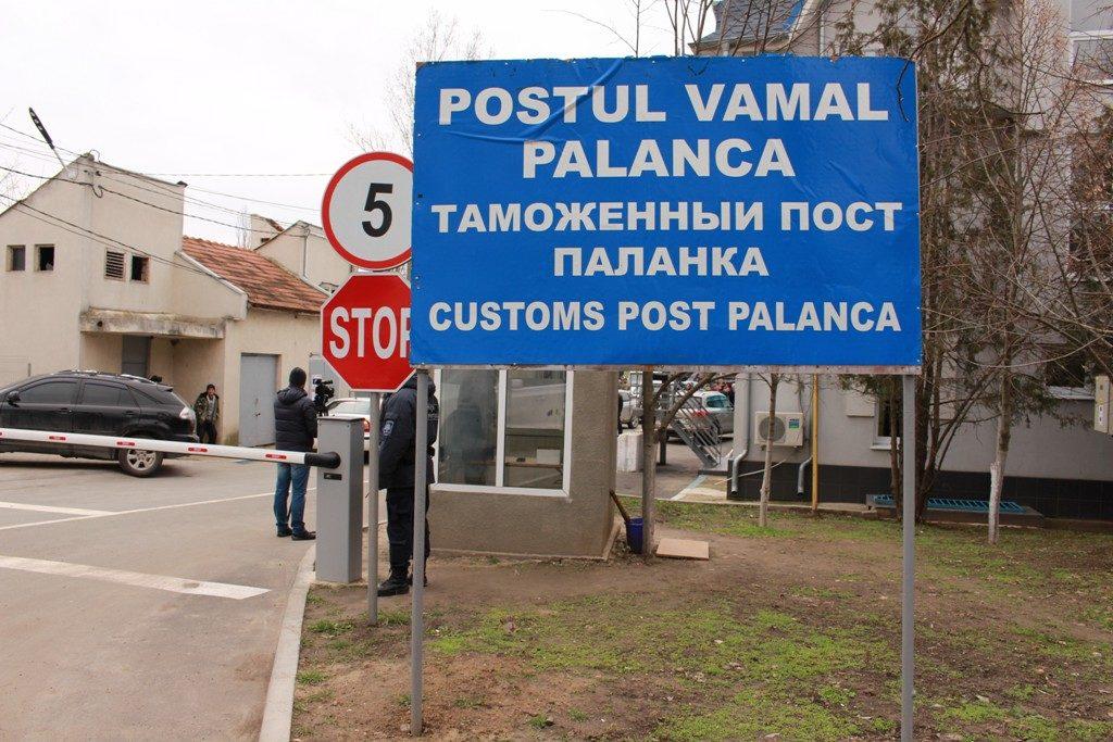 Украинец рассчитывал выехать в Молдову по поддельному загранпаспорту, но пограничники обнаружили обман
