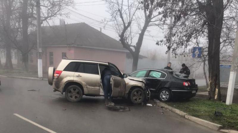 В Измаиле кроссовер Suzuki Grand Vitara снес с дороги VW Passat