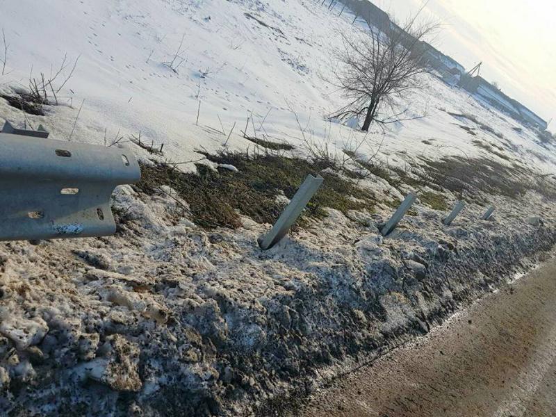 На трассе Одесса-Рени неизвестные стащили 40 метров барьерного ограждения