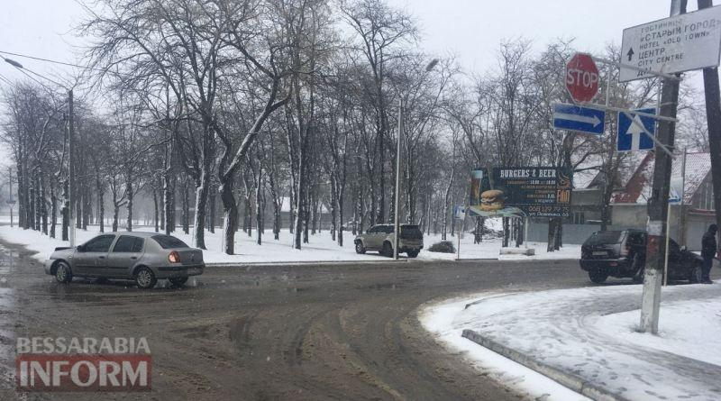 В Измаиле из-за человеческой невнимательности и снегопада столкнулись Jeep и Renault