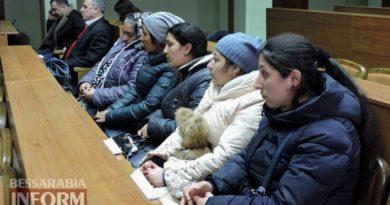 «Люди нас боятся»: ромы из Лощиновки пришли пожаловаться на жизнь в Измаильскую РГА