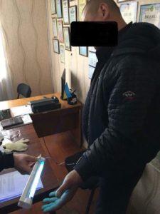Глава сельсовета в Татарбунарском районе попался на взятке 8 тыс. долларов США