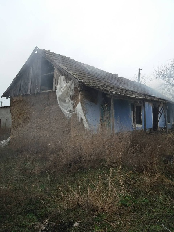В Саратском районе сгорел нежилой частный дом, используемый под сенохранилище