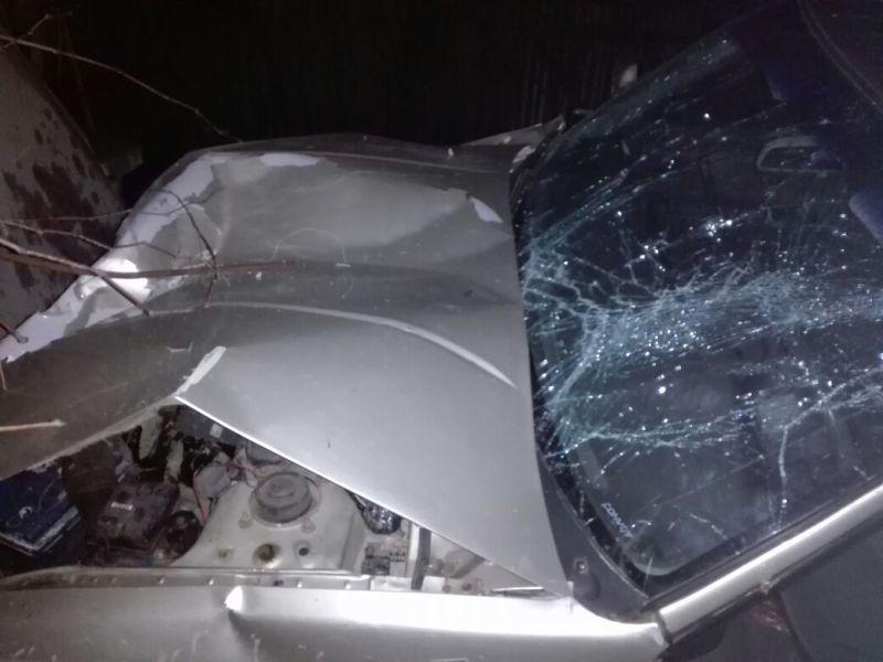 В селе Измаильского района водитель Mazda снес столб, протаранил забор и остался жив