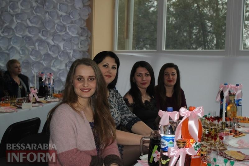 В Измаильском университете оригинально поздравили женский коллектив с 8 марта