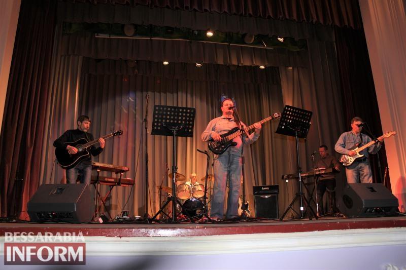 Вокально-инструментальные коллективы Измаила организовали для горожан Вечер живой музыки