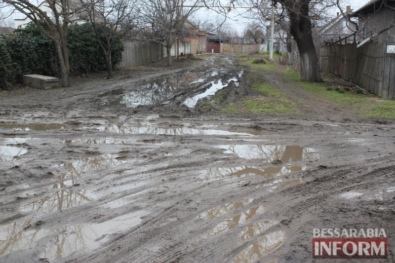 Водно-болотные дороги Измаила: жители Копаной Балки полвека страдают от непроходимой грязи
