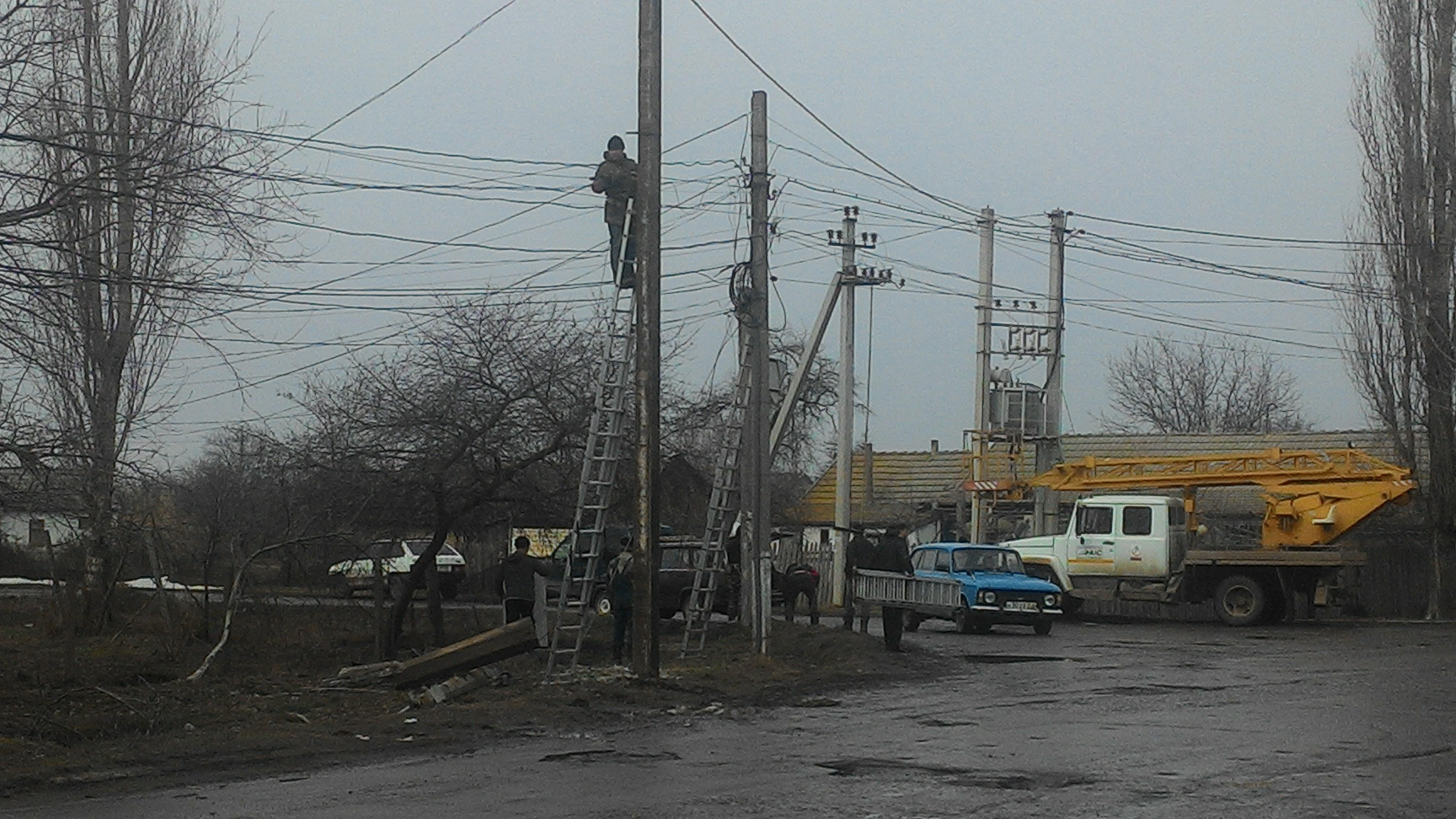 "Взял погонять ""Mercedes"" и в столб: в Килии из-за ДТП меняли электроопору"