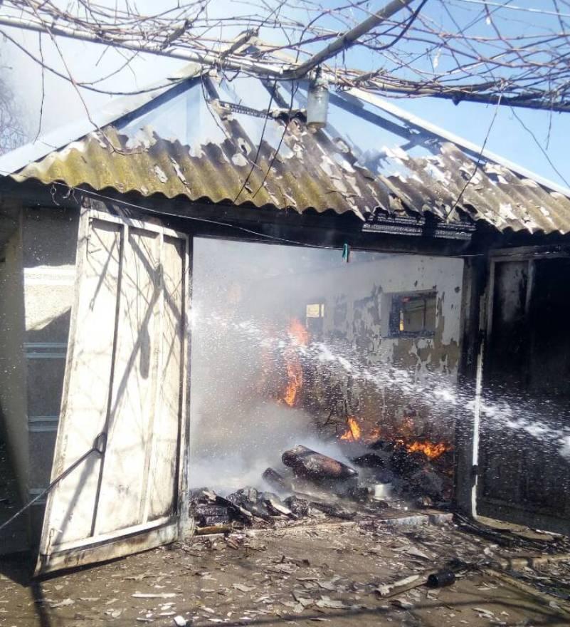 Измаильский район: в селе Ларжанка спасатели ликвидировали пожар в гараже
