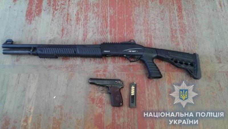 """Газовые пистолеты, охотничьи ружья, """"травмат"""" - жители Измаила добровольно сдают оружие"""
