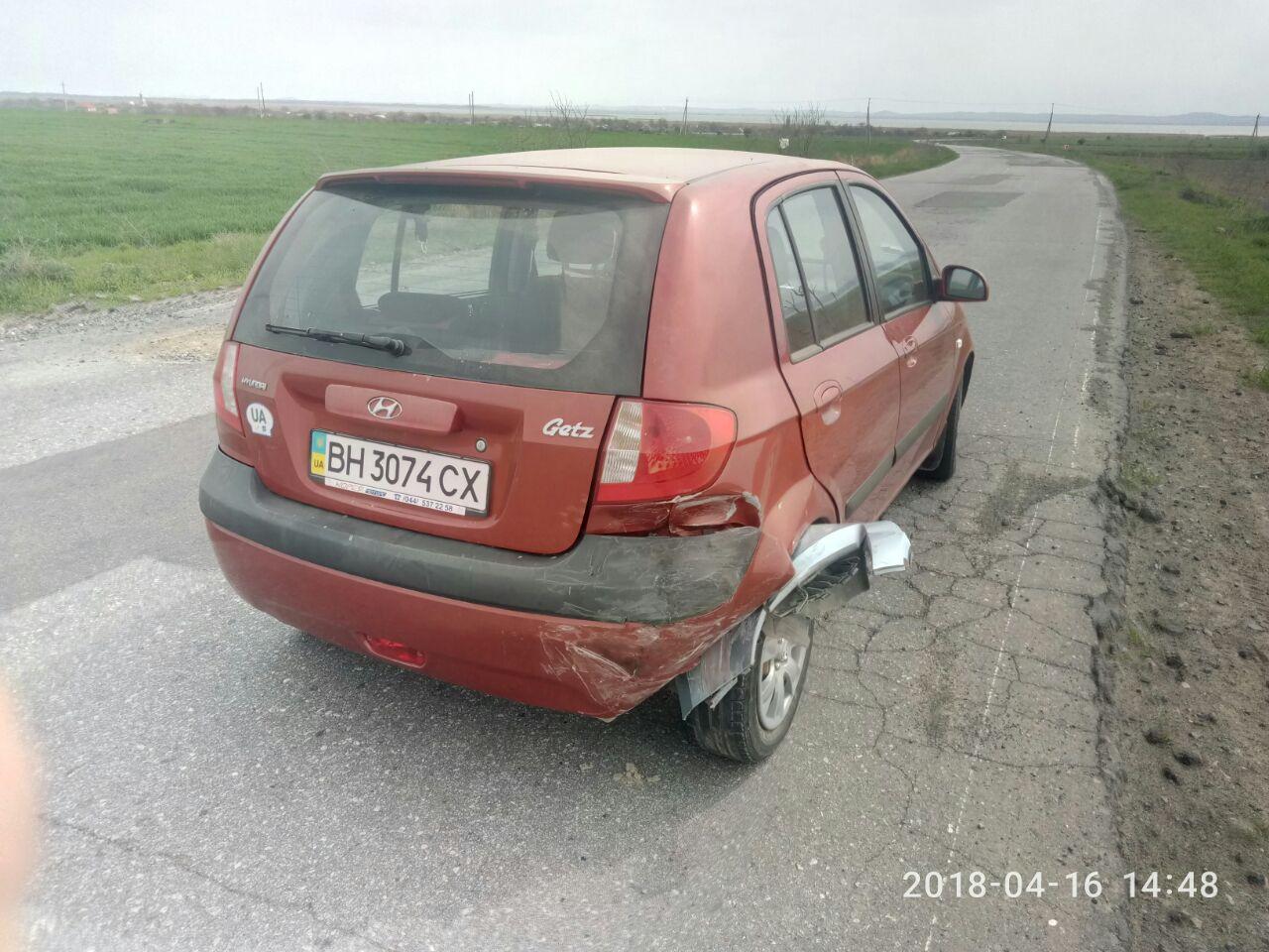 Ямы на дороге и отсутствие дистанции: на трассе Одесса-Рени столкнулись два автомобиля Hyundai