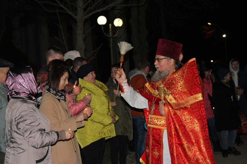 Христос воскресе! - православные освятили пасхальные корзины в храмах Измаила