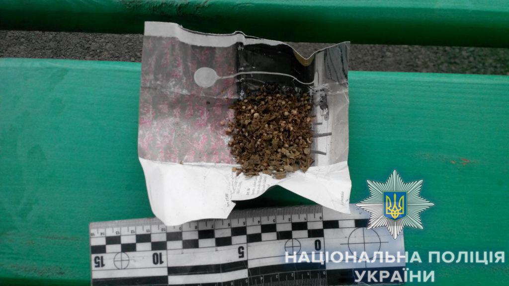 Полицейские Измаила продолжают отрабатывать сигналы о наркоте - за сутки попались еще 2 местных жителя