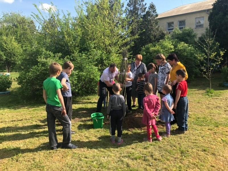 Глава Измаильского района вместе с детками из ЦСПРД поучаствовала в эко-акции