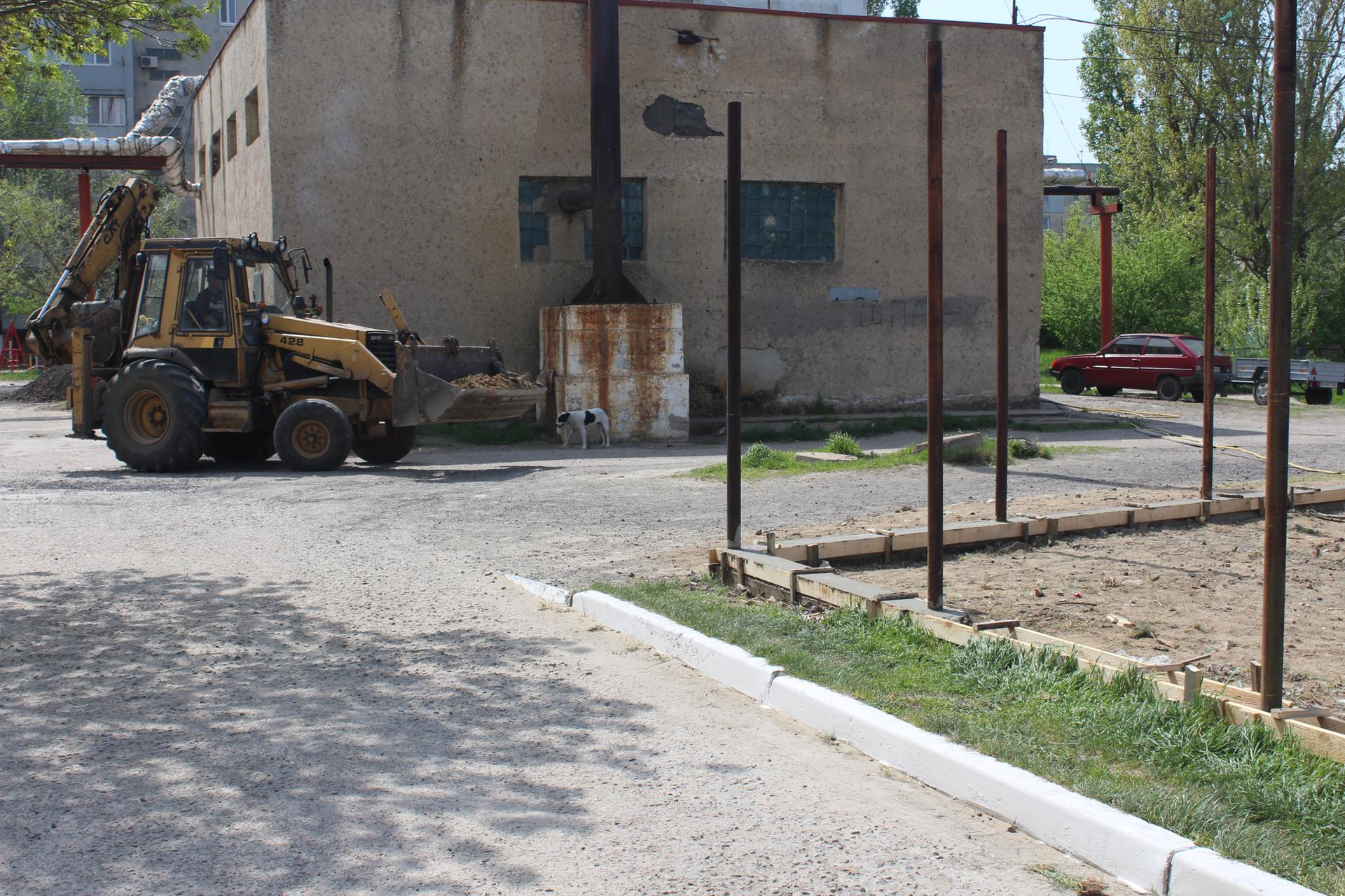 В одном из переулков Аккермана возводят спортплощадку, соавторами которой являются горожане