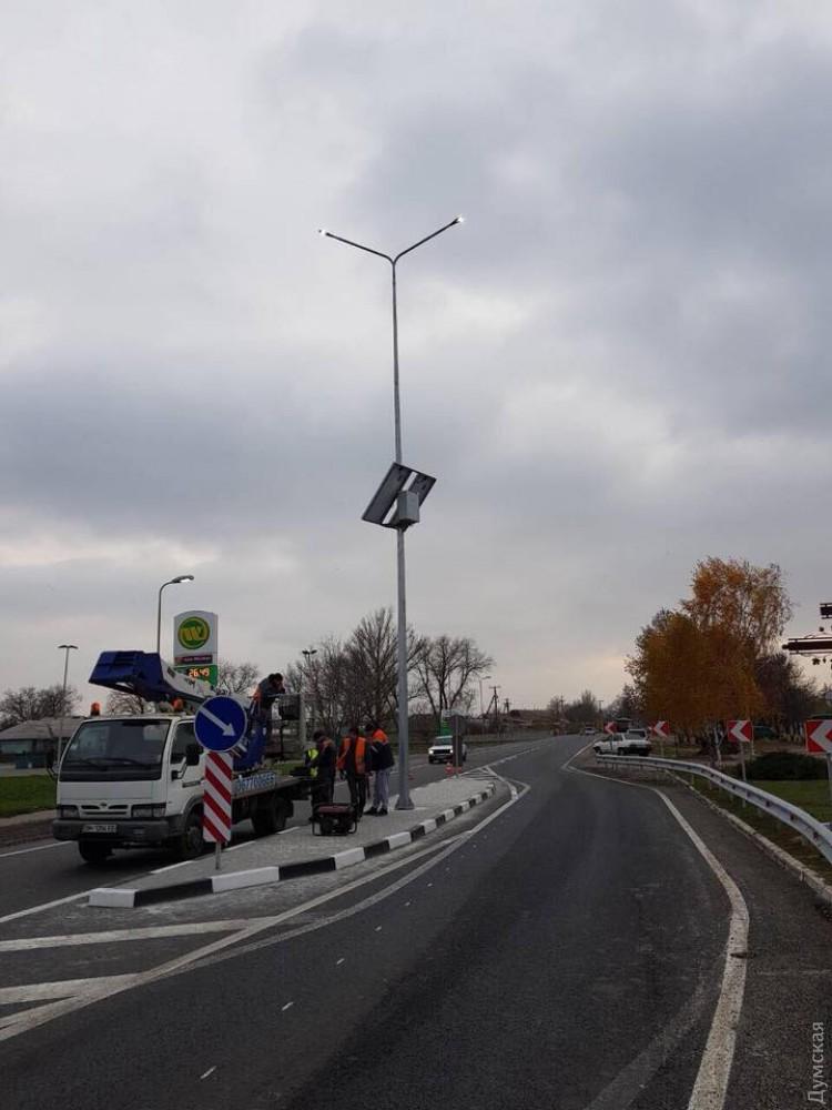 """На отремонтированных автодорогах Одесской области устанавливают """"островки безопасности"""""""