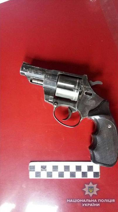 И наркотики, и оружие: в доме жителя Белород-Днестровского района полицейские нашли много интересного