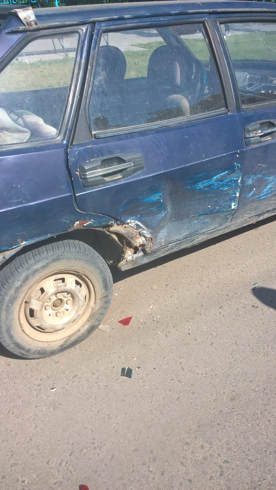 В центре Килии неизвестный ударил припаркованное авто и скрылся