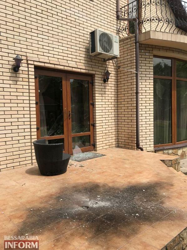 В Измаиле руководителю районной организации партии БПП и депутату райсовета бросили во двор гранату