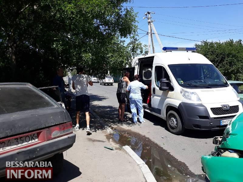 """Авария в Измаиле возле """"Таврии В"""": два разбитых авто, двое пострадавших"""