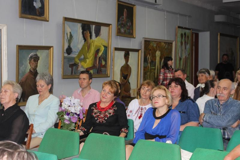 Международный день музеев в Татарбунарах: открытие выставки и кость мастодонта в дар краеведческому музею