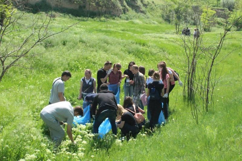 Измаил: студенты ИГГУ провели экотуристическую акцию на территории бывшей турецкой крепости