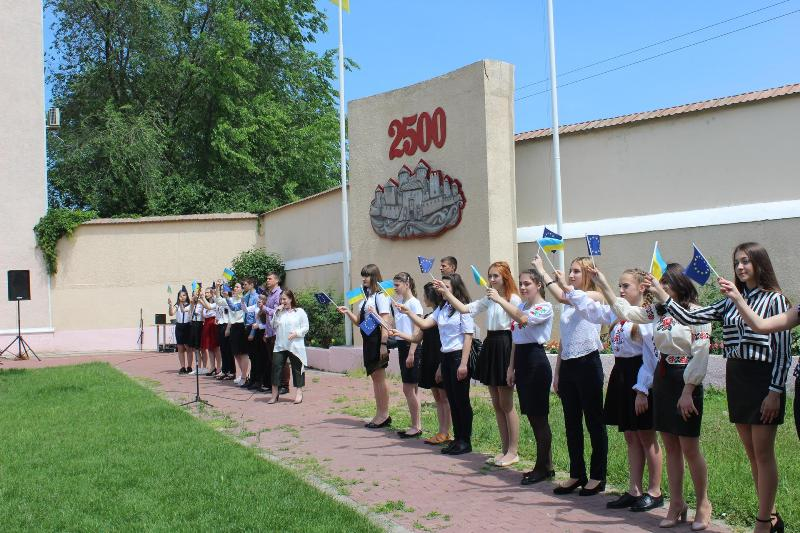 Молодежная элита Аккермана подняла над городом флаг Европейского Союза