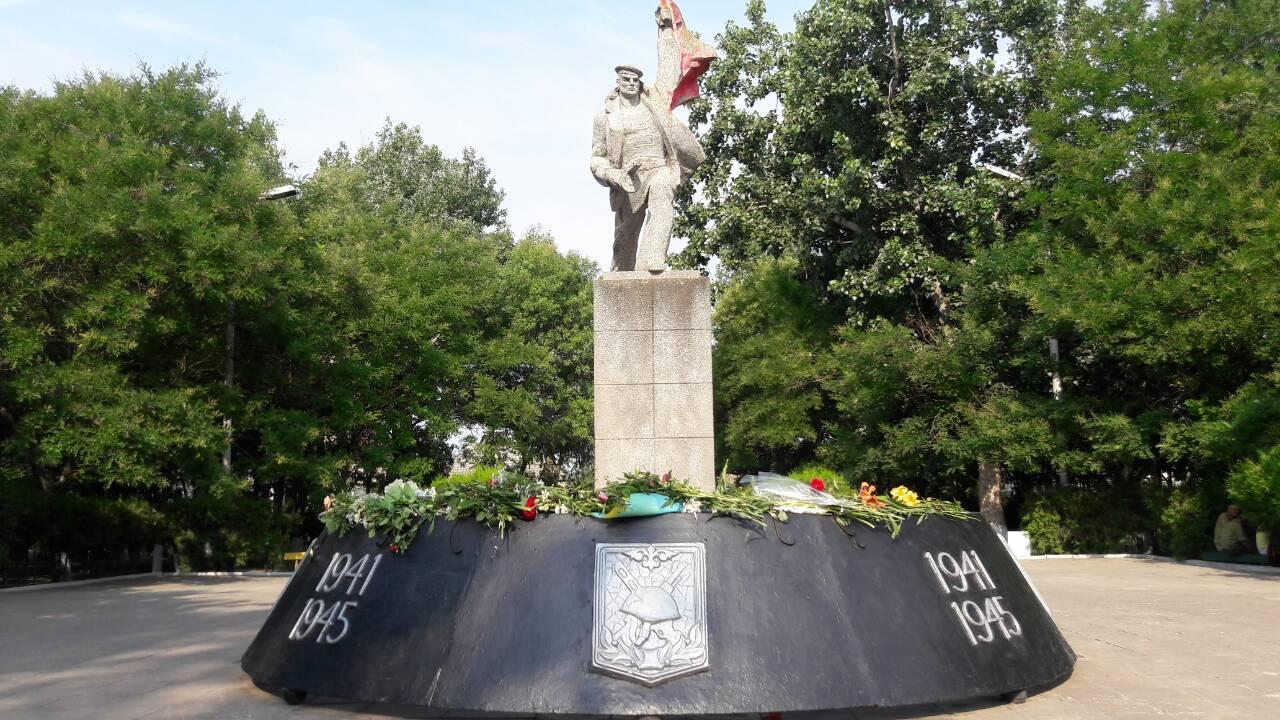 В Килии почтили память жертв Войны - у мемориала погибшим воинам состоялось возложение цветов