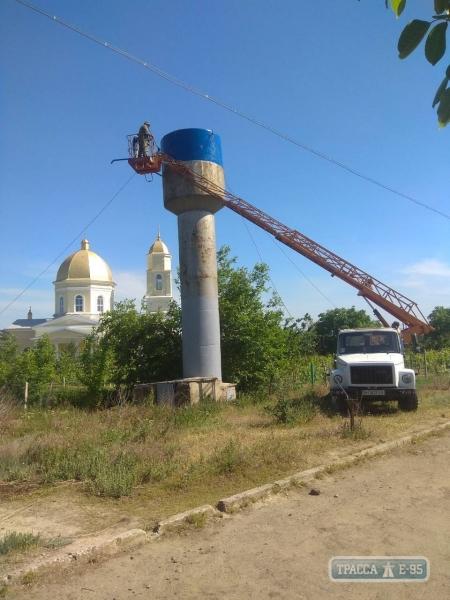 """В Ренийском районе покрасили в """"жовто-блакитный"""" цвет водонапорные башни"""