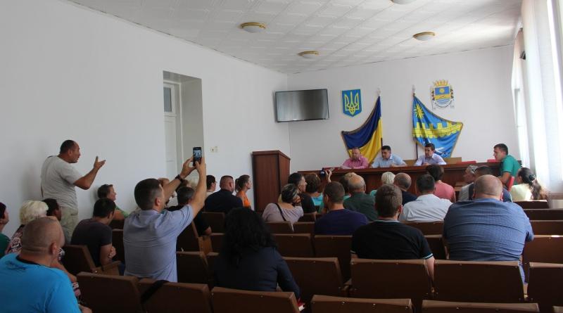 В Татарбунарах председатель райсовета снова сбежал от разгневанных жителей района. Выслушать людей приехал зам главы ОГА