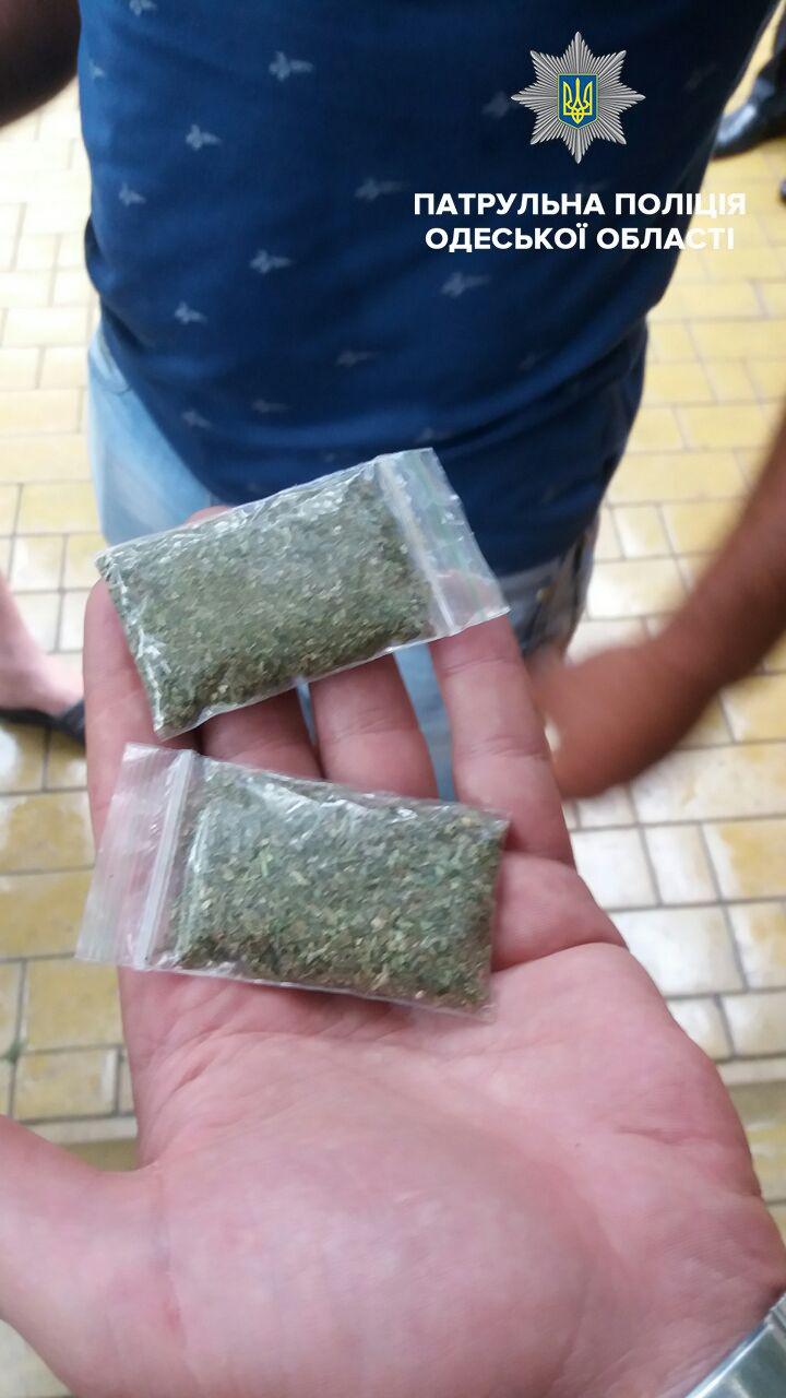 В Измаиле патрульные полицейские за два дня задержали троих нервных наркоманов