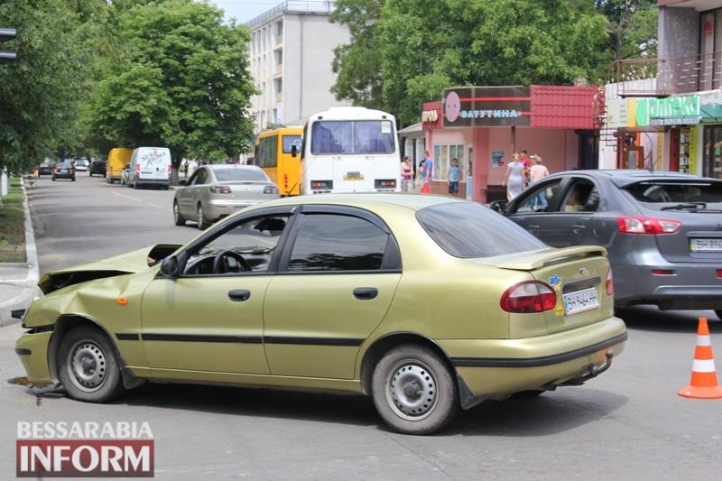 Тройное ДТП на центральном проспекте в Измаиле: есть пострадавшие
