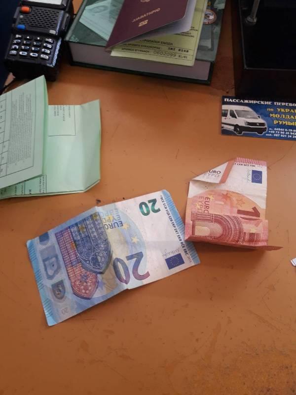 """Байкер из Греции в пункте пропуска """"Рени"""" пытался подкупить украинских пограничников"""