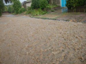 На Татарбунары обрушился сильный ливень, который за полтора часа превратил улицы в бурные реки