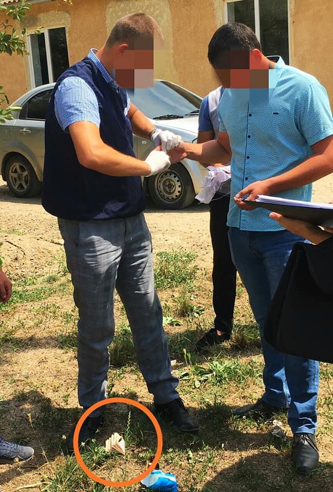 """В Одесской области на взятке """"взяли"""" руководителя Общества содействия обороне"""
