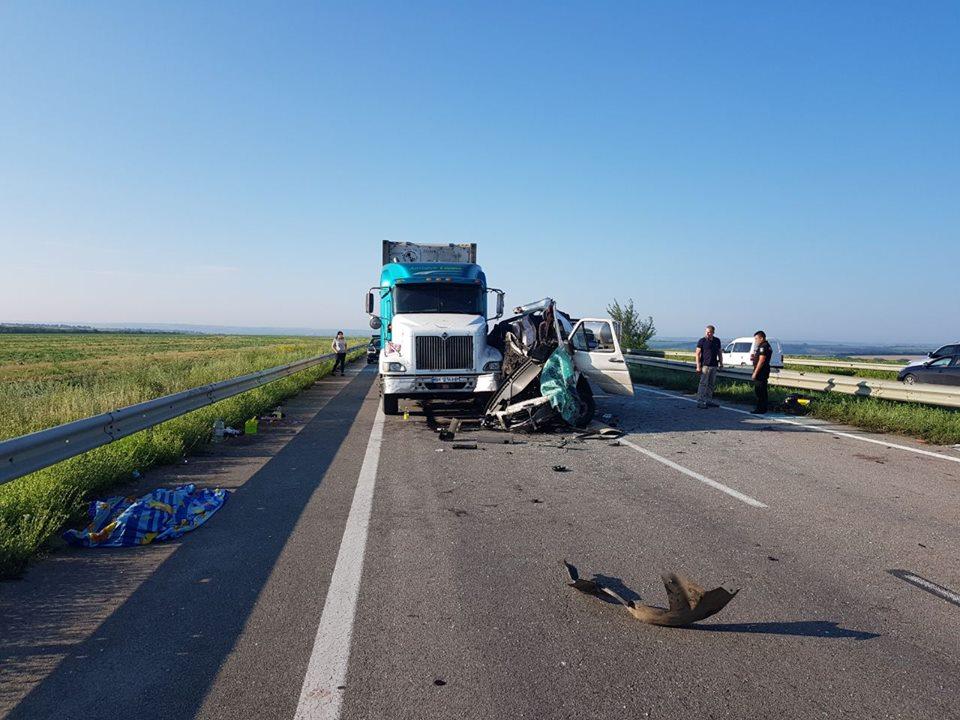 """Пять человек погибли и 12 ранены: на трассе """"Одесса-Киев"""" произошла страшная авария с белорусскими туристами"""