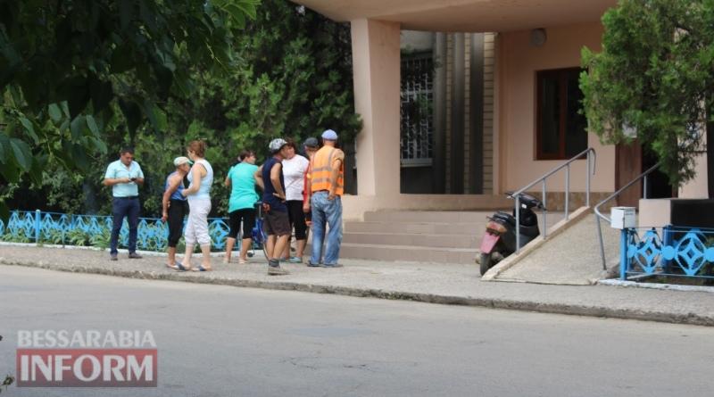 В Татарбунарах, не дождавшись выхода на пенсию, на пороге Пенсионного фонда умер мужчина. Его труп пролежал там 4 часа