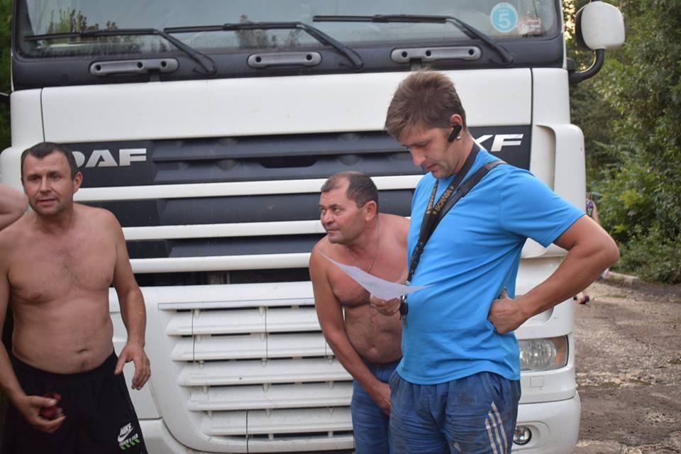 Жители Арциза вышли на борьбу с зерновозами, которые, вопреки обещаниям власти, продолжают ездить по центральным улицам