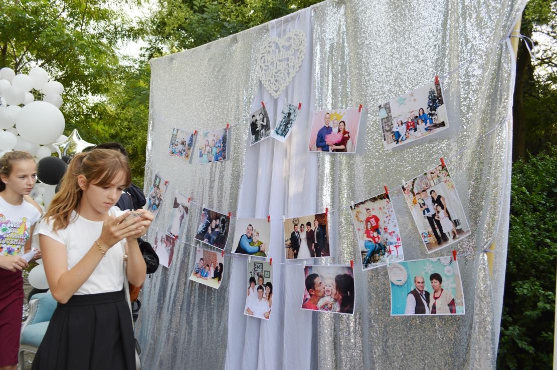 """Многочисленный парад """"За семью"""" в Килии возглавили молодожены на передвижной платформе (фоторепортаж)"""