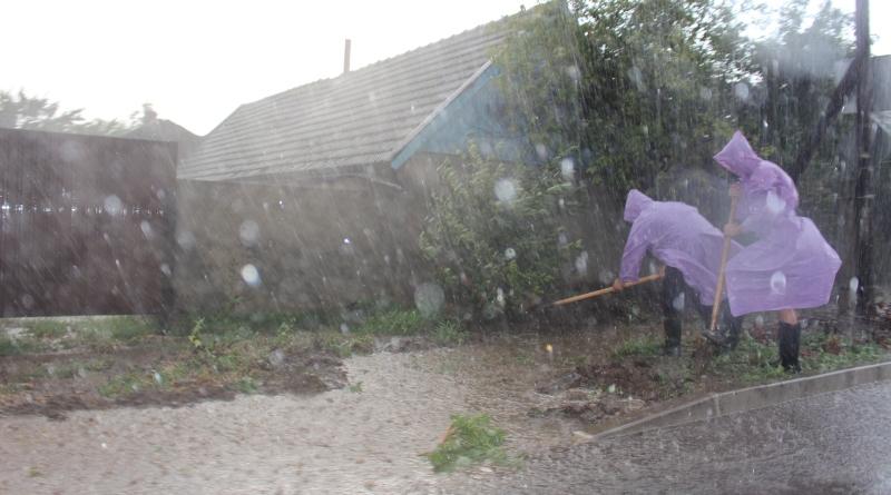 На Татарбунары снова обрушился сильный ливень, превратив многие улицы в полноводные реки