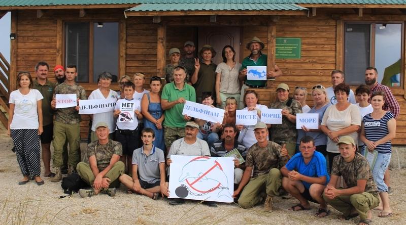 Сотрудники НПП «Тузловские лиманы» спасли из сетей морских обитателей и присоединились к акции в защиту дельфинов