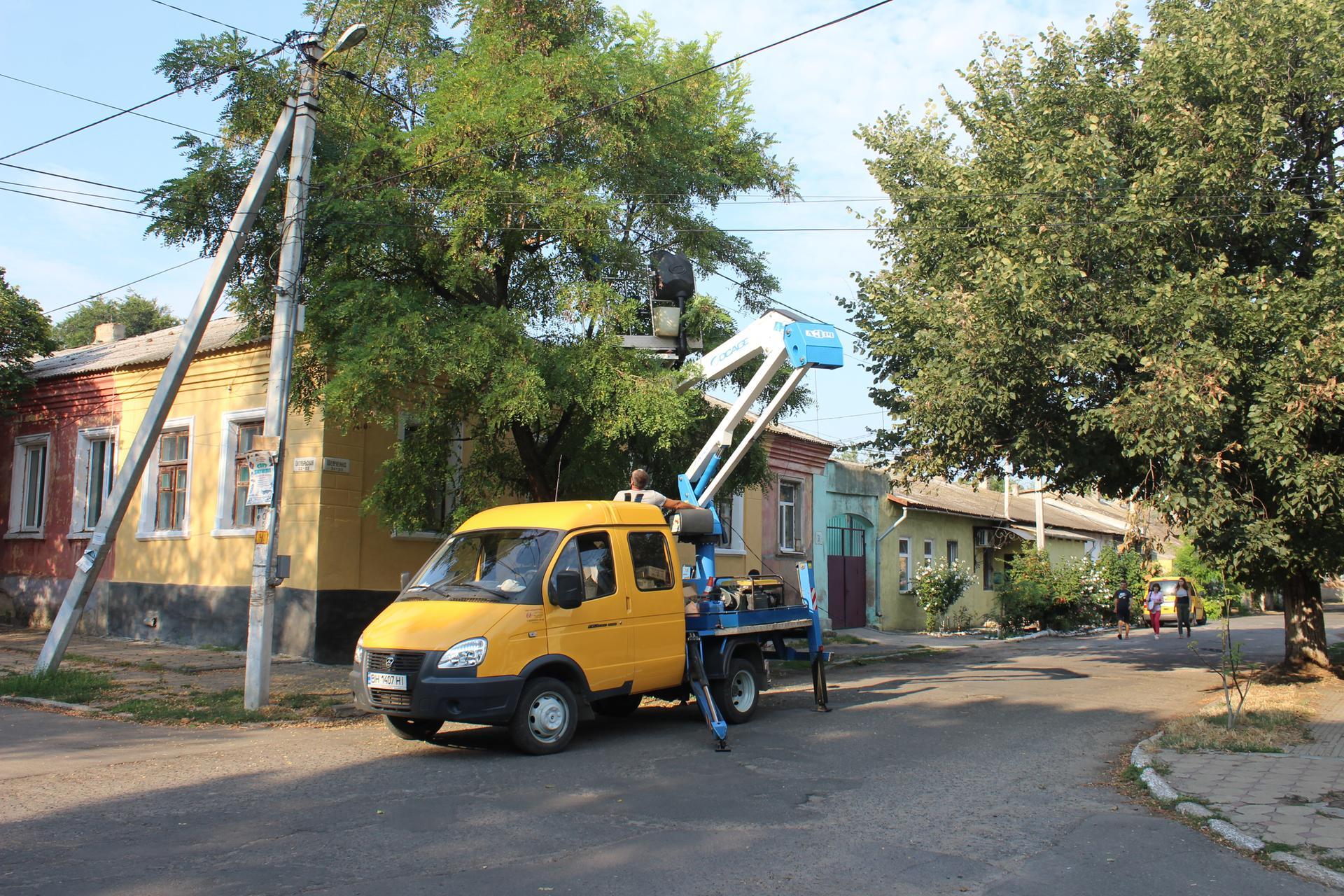 В Белгороде-Днестровском продолжается модернизация уличного освещения