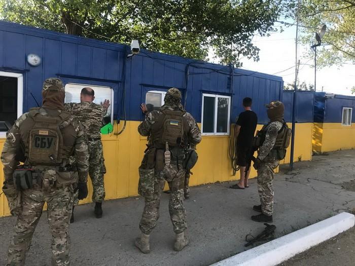 """В Одессе СБУ задержала таможенника, """"выручка"""" которого в день составляла почти 1000 дол.США"""